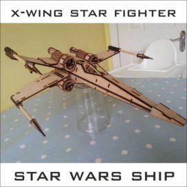 Сборная модель корабля Х-Wing из «Звездных войн».
